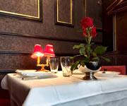 カフェフランセユキ窓際の席は府内五番街の通りも見える