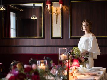 カフェフランセユキスモールウェディングテーブルセッティングと新婦